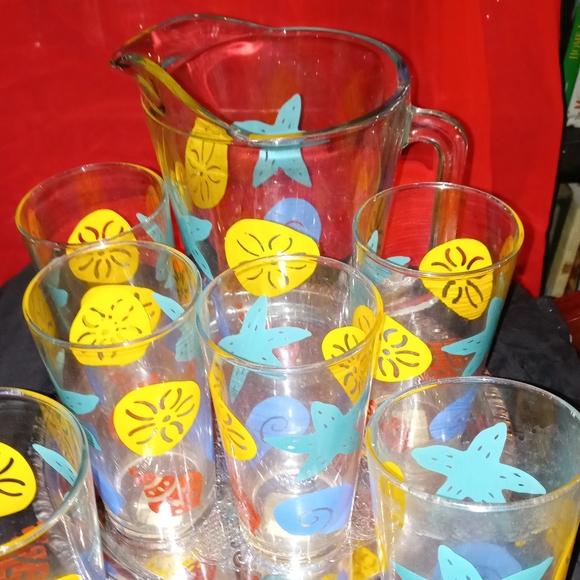 100 vintage items.. glasses. Mugs ...bakelite cup